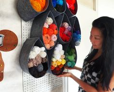 Felt + pegboard = awesome yarn and wool storage! And you can DIY it yourself! Find it out more at: http://icepandora.blogspot.nl/2017/08/diy-wool-yarn-storage-wall.html (in EN and NL describing)