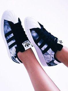 Imagen de adidas, shoes, and white - Adidas Shoes for Woman - amzn.to/2gzvdJS ,Adidas shoes #adidas #shoes