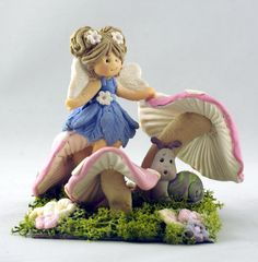 The Enchanted Fairy and her Snail friend - Sugar Buttons Accessories by Kathryn… Clay Projects, Clay Crafts, Projects To Try, Cake Decorating With Fondant, Fondant Decorations, Hobbies And Crafts, Diy And Crafts, Arts And Crafts, Toadstool Cake