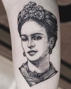 Frida on pretty lady Frida Tattoo, Frida Kahlo Tattoos, Black Tattoo Art, Black Tattoos, Cool Tattoos, Left Arm Tattoos, Etching Tattoo, Line Work Tattoo, Skin Art