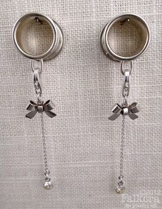 Dangle Plugs, Tunnels, Fancy Silver Bows - Great to attach normal earrings to! Piercings, Piercing Tattoo, Body Jewelry Piercing, Ear Jewelry, Chain Jewelry, Silver Jewellery, Jewlery, Ear Tunnels, Tunnels And Plugs