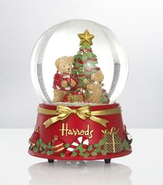In this post i will show you interesting collection of Christmas Snow Globes. Globes by Henri Bendel, Harrods, Peugeot, Tommy Bahama and other… Christmas Snow Globes, London Christmas, Christmas Colors, All Things Christmas, Christmas Themes, Merry Christmas, Christmas Decorations, Christmas Lights, Hades Disney