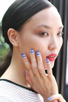 Inni at Ann Yee SS2015 #citystyleandliving http://www.citystyleandliving.com/how-to-get-striped-statement-nails/