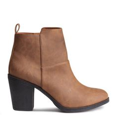 Light brown. Ankle boots in grained imitation leather with zip at side and loop at back. Fabric lining, fabric insoles, and rubber soles. Heel height 3 1/4