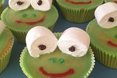 Frosch-Muffins Frosch-Muffins 15 The post Frosch-Muffins appeared first on Kindergeburtstag ideen. Muffin Recipes, Snack Recipes, Puppy Cake, Christmas Party Invitations, Cute Hairstyles, Christmas Fun, Healthy Snacks, Desserts, Avril