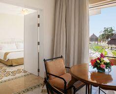 Habitación Junior Suite. Espaciosa y acogedora habitación con alcoba independiente con cama King, sala con sofá-cama y comedor de cuatro puestos. #ElHoteldeLasEstrellas.