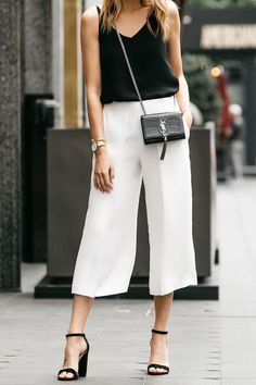 White culottes, black top and YSL crossbody bag outfit Fashion Mode, Look Fashion, Fashion Outfits, Fall Fashion, Coulottes Outfit, Culotte Style, Sandals Outfit, Heeled Sandals, Ankle Pants Outfit