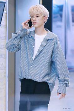 Jae on the phone Park Jae Hyung, Jae Day6, Kim Wonpil, Young K, Important People, Boyfriend Material, Pop Fashion, My Children, Boy Bands