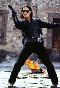 A gallery of 49 Once Upon A Time In Mexico publicity stills and other photos. Featuring Johnny Depp, Antonio Banderas, Salma Hayek, Enrique Iglesias and others. Marlon Brando, Jhoni Deep, Benny And Joon, Johnny Depp Pictures, Here's Johnny, Johnny Depp Movies, Movies And Series, The Lone Ranger, Movie Characters