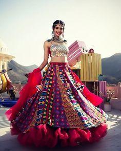 Unique patterned offbeat lehenga choli for this wedding season is being preferred over red. Choose a lehenga that makes everyone's hearts flutter. Multicolored lehenga to slay your bridal look this season. Garba Dress, Navratri Dress, Choli Dress, Bridal Lehenga Choli, Indian Lehenga, Designer Bridal Lehenga, Indian Gowns, Garba Chaniya Choli, Rajasthani Lehenga