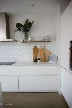 Kitchen tile boards white kitchen wooden chopping boards open shelving and cube tiles kitchen tile effect . Concrete Kitchen, Wooden Kitchen, Kitchen Flooring, Concrete Floor, Kitchen Furniture, Wood Furniture, Minimal Kitchen Design, Minimalist Kitchen Tiles, Kitchen Modern