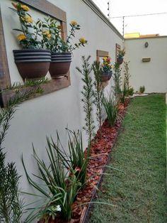Jardim em parede lateral.
