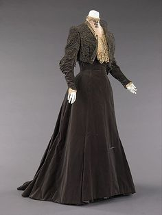 Afternoon dress, Worth, 1889. Photo: Metropolitan Museum of Art, New York.