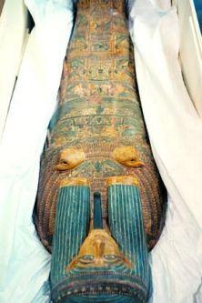 Le splendide cercueil d'Amenhotep, en bois décoré de hiéroglyphes, est la pièce majeure de l'exposition Fascinantes momies d'Égypte, au Musée de la civilisation.