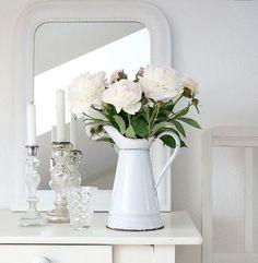 Shabby Chic Home Decor Vibeke Design, Chic Wallpaper, Stripe Wallpaper, Adhesive Wallpaper, Fabric Wallpaper, Decoration Bedroom, White Cottage, White Farmhouse, Rose Cottage