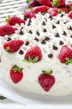 Tort cu ciocolată, bezele și căpșune - Din secretele bucătăriei chinezești Pudding, Cake, Desserts, Food, Tailgate Desserts, Deserts, Puddings, Mudpie, Meals