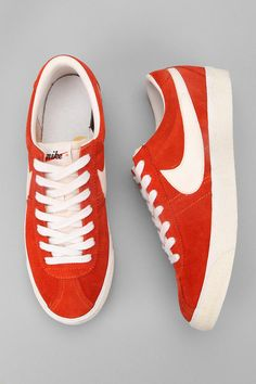 Nike Bruin Vintage Sneaker, these would be perfect in leather, so sweet! Sneakers Mode, Sneakers Fashion, Fashion Shoes, Mens Fashion, Style Fashion, Fashion Accessories, Fashion Outfits, Me Too Shoes, Men's Shoes