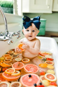 and baby portraits and baby bath Trendy baby bath sink mom i. and baby bath Trendy baby bath sink mom ideas Trendy Babywanne Mutter Ideen Milk Bath Photography, Newborn Baby Photography, Children Photography, Photography Poses, Bath Pictures, Cute Baby Pictures, Baby Monthly Pictures, Fall Newborn Pictures, Trendy Baby