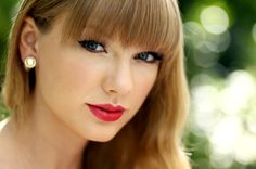 I Taylor Swift. She is my all-time favorite singer. Go swifties! Taylor Swift 2014, Taylor Swift Eyes, Taylor Swift Tickets, Taylor Swift Fotos, Taylor Swift Pictures, Swift 3, Taylor Swift Vestidos, Divas, Taylor Swift Hair