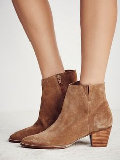 Jessa Ankle Boot //