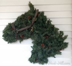 """""""How to"""" on the horse head wreath"""