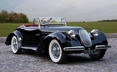 Talbot-Lago Ese es el coche de Paula.  Es negro.  Es un coche guapo.  Paula le gusta el coche.