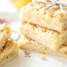 Fruchtiger Blechkuchen mit Erdbeeren - schnell und einfach Vegan Baking, Bread Baking, German Cake, Baking Basics, Tasty, Yummy Food, Vanilla Cake, Baked Goods, Cake Recipes