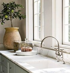 4 ways to create the luxurious Parisian aesthetic - Biot jar French kitchen marble counter The Effective Pictures We Offer You About kitchen A quality - Kitchen And Bath, New Kitchen, Kitchen Decor, Kitchen Design, Kitchen Modern, Kitchen Ideas, Faucet Kitchen, Modern Farmhouse, Home Interior