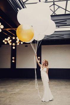 #Balloons make the prettiest photo #props | Photography: khakibedfordweddings.com
