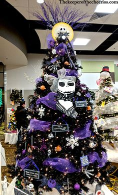 Diy christmas tree 273101164892303903 - Halloween Christmas Tree Source by decorhomeidea Halloween Christmas Tree, Nightmare Before Christmas Ornaments, Black Christmas Trees, Christmas Tree Themes, Holiday Tree, Halloween Crafts, Holiday Decorations, Xmas Trees, Pink Christmas