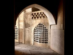 Iran, passage in mosque