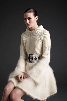 McQ Alexander McQueen Fall 2013 Ready-to-Wear Fashion Show Knitwear Fashion, Knit Fashion, Fashion Week, Love Fashion, Winter Fashion, Fashion Show, Fashion Design, Fashion Trends, Luxury Fashion