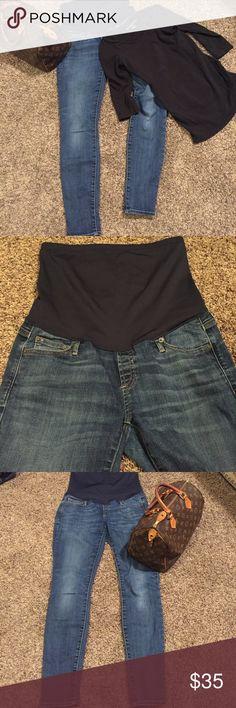 "Gap maternity resolution true skinny jeans size 4 Excellent condition Gap maternity resolution true skinny jeans size 4. Amazing, super cute and perfect for summer. 30"" inseam. Bundle for savings GAP Jeans Skinny"