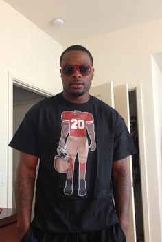 #49ers #PerrishCox in my #SF #RokABody shirt. Get one $16 www.eclipzingdezignz.com