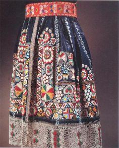 czech folk embroidery