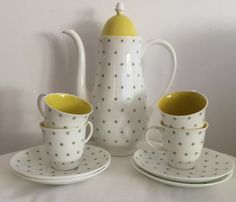 Susie Cooper Coffee Pot and  Set of four (4) demi cups Quail design 1950s Yellow with green stars green snowflakes