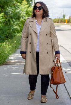 jcrew icon trench coat outfit White Top And Jeans, White Tops, Spring Fashion, Winter Fashion, Trench Coat Outfit, Cute Flats, Leopard Spots, Street Style, Chic