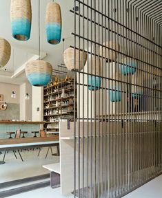 Необычные светильники в ресторане с необычным интерьером Cafe Bar, Cafe Restaurant, Design Bar Restaurant, Modern Restaurant, Seafood Restaurant, Chinese Restaurant, Commercial Design, Commercial Interiors, Modern Interior Design