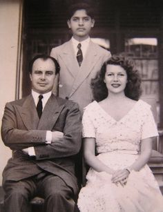 Prince Ali Khan and Rita Hayworth photographed during their visit to Mombasa (Kenya), 1951 Golden Age Of Hollywood, Classic Hollywood, In Hollywood, Rita Hayworth, Dramas, Famous Couples, Columbia Pictures, Orson Welles, Great Movies