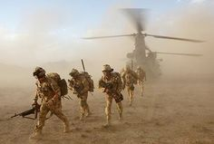 Afghanistan  (image from Crewof42.com) British Armed Forces, British Soldier, British Army, Canadian Army, Chinook Helicopters, Military Operations, Afghanistan War, Military Life, Modern Warfare