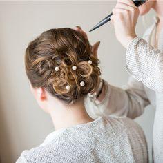 Chignon de mariage avec votre coiffeuse à domicile mariage  coiffureàdomicile Coiffeuse A Domicile,