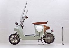 We designed the greenest scooter ever; this e-scooter is made from plants, seriously. The Be.e is a frameless bio-composite electric scooter, with a monocoque body made from flax and bio-resin. Vintage Vespa, E Electric, Electric Scooter, Electric Vehicle, Scooter Design, Bike Design, Vespa Modelle, Vespa Roller, Scooter Bike
