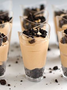 Pudding Dessert Shots - Learn how to make these yummy Peanut Butter Pie Shooters for your wedding guests! Dessert Oreo, Coconut Dessert, Brownie Desserts, Dessert Party, Eat Dessert First, Mini Desserts, Just Desserts, Sweet Desserts, Dessert Ideas