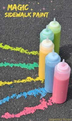MAGIC Sidewalk squirty paint- this fizzing chalk paint kept my kids playing for a whole afternoon! {Only 3 ingredients!}