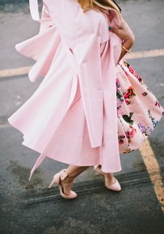 Love this coat, love this dress! Pretty floral spring dress and a lovely pink pastel trench coat! :: Get in my closet:: Spring Style:: Floral Fashion:: Pretty in Pink Tout Rose, Moda Chic, Everything Pink, Up Girl, Girly Girl, Mode Style, Models, Dress Me Up, Dress To Impress
