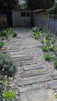 escalier jardin bois gravier allée idée alternative #garden #modern