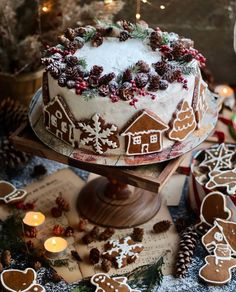 Wonderful Christmas Cake Decorating Ideas To Try Asap Christmas Cake Decorations, Christmas Sweets, Noel Christmas, Christmas Goodies, Winter Christmas, Christmas Ideas, Chocolate Christmas Cake, Christmas Themed Cake, Christmas Cakes