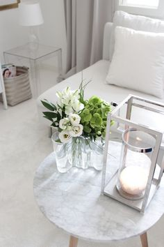 Fresh flowers Coffee Table Styling, Scandinavian Interior, My Dream Home, Fresh Flowers, Beautiful Flowers, Planting Flowers, Room Decor, Candels, Pure Products