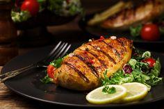 Grilled Chicken Escalope with Fresh Salsa Recipe - pubtion Chilli Recipes, Veg Recipes, Grilling Recipes, Grilling Ideas, Fish And Chicken, How To Cook Chicken, Chicken Meals, Garlic Chicken, Fresh Salsa Recipe