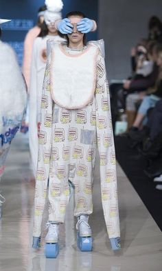 34 of the Weirdest Things Ever Worn on a Fashion Runway | Pleated-Jeans.com